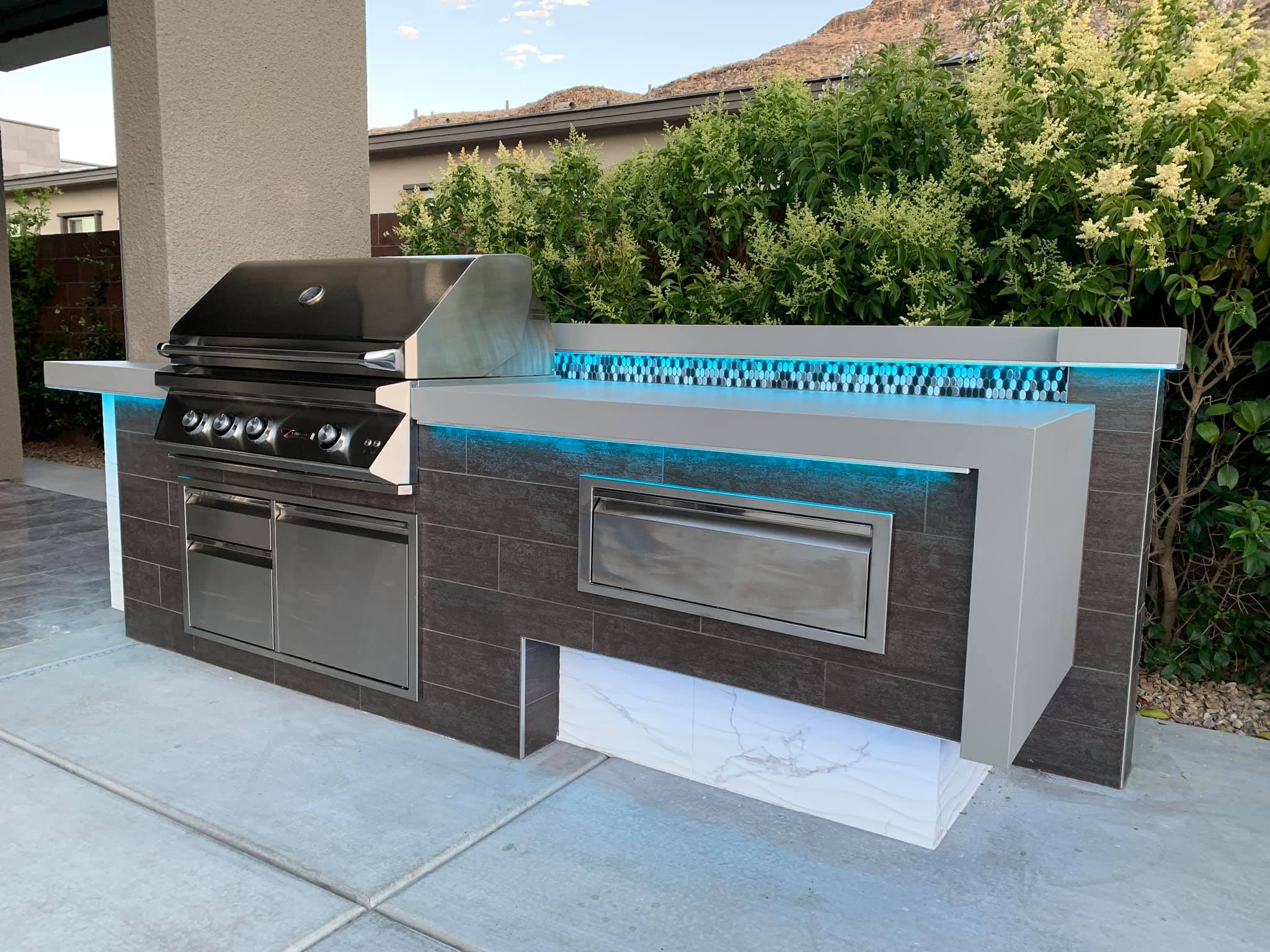 Outdoor Kitchen Twin Eagles Grill Blue LED Lighting